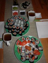 Sushi podane na stole