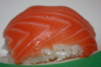 Nigiri ze świeżym łososiem